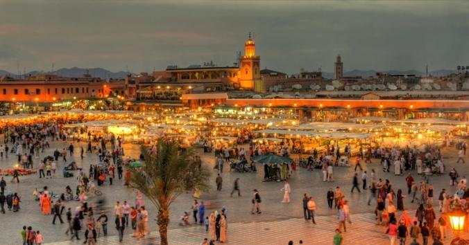 Marrocos-the-UNESCO-square-Djemaa-El-fna-at-marrakesh-shutterstock_72055387